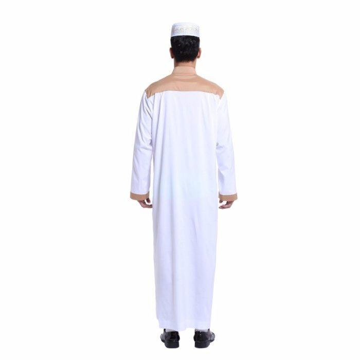 Qamis pour homme blanc avec manches longues et poche.
